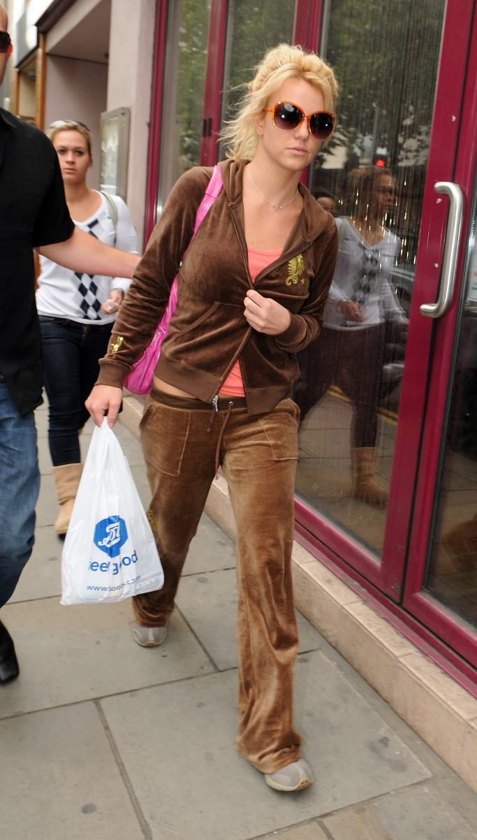 Singer Britney Spears out shopping in LondonPictured: Britney SpearsRef: SPL107446 180609 NON-EXCLUSIVEPicture by: SplashNews.comSplash News and PicturesUSA: +1 310-525-5808London: +44 (0)20 8126 1009Berlin: +49 175 3764 166photodesk@splashnews.comWorld Rights, No United Kingdom Rights