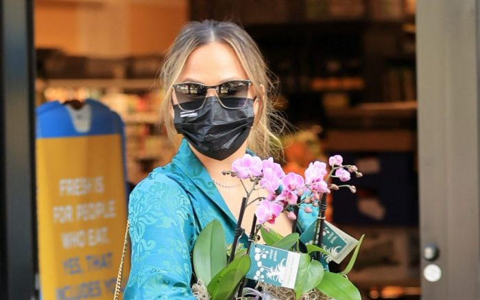 EXCLUSIVE: Stylish Chrissy Teigen buys flowers during shopping trip with her mom Vilailuck Teigen