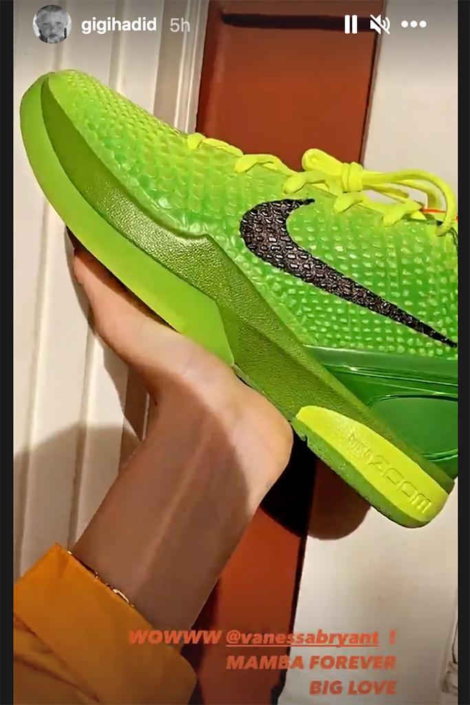 nike grinch sneaker, green sneakers, gigi hadid nike grinch sneaker