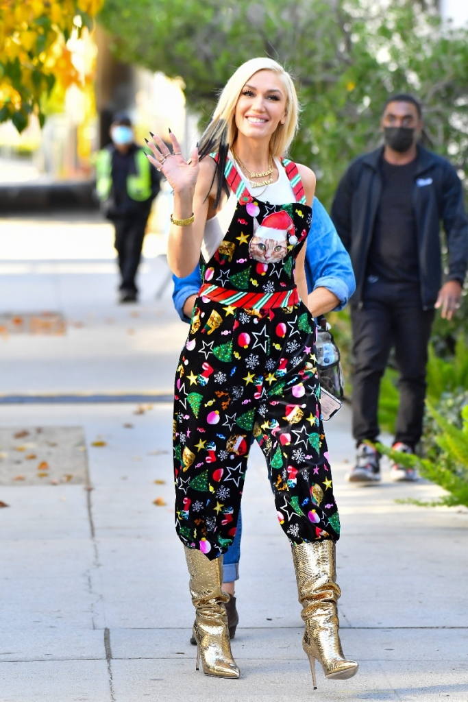gwen stefani, christmas, holiday, overalls, gold boots, cat overalls, black hair, recording studio, song, california