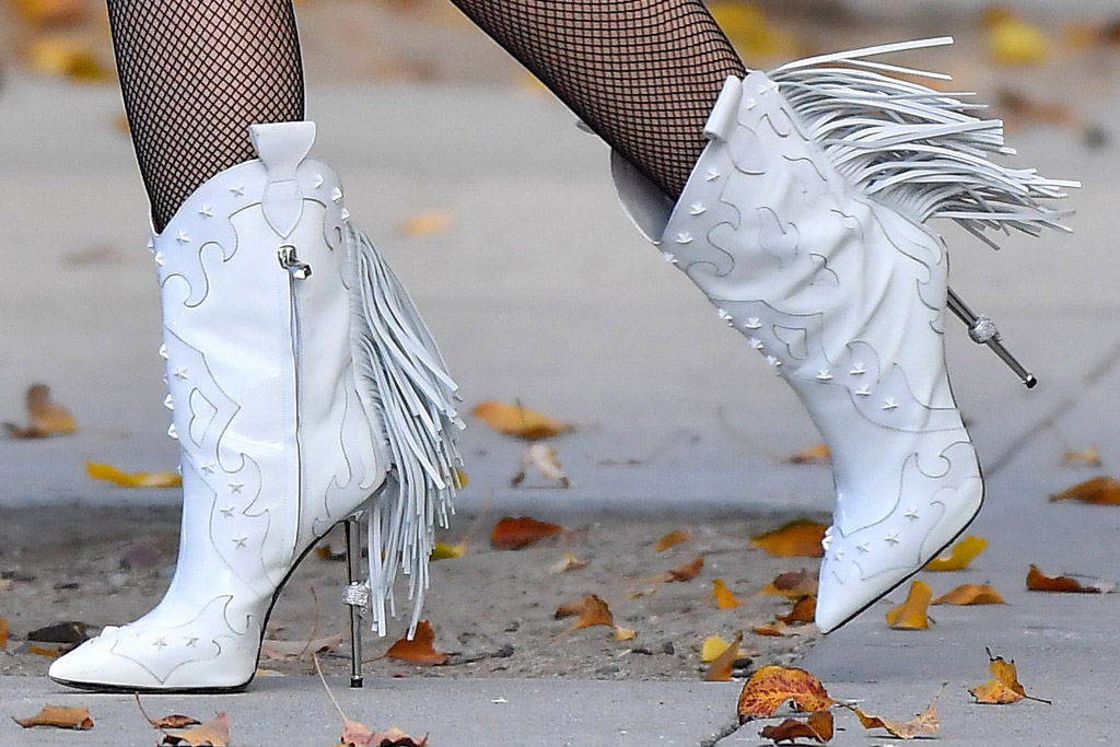 gwen stefani, skirt, jean skirt, jacket, boots, tights, cowboy boots, blake shelton, los angeles