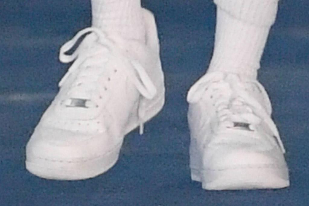 hailey baldwin, sneakers, leggings, sweatshirt, socks, nike, air force, mask, los angeles