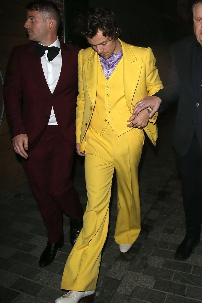 harry styles, brit awards, harry styles suit