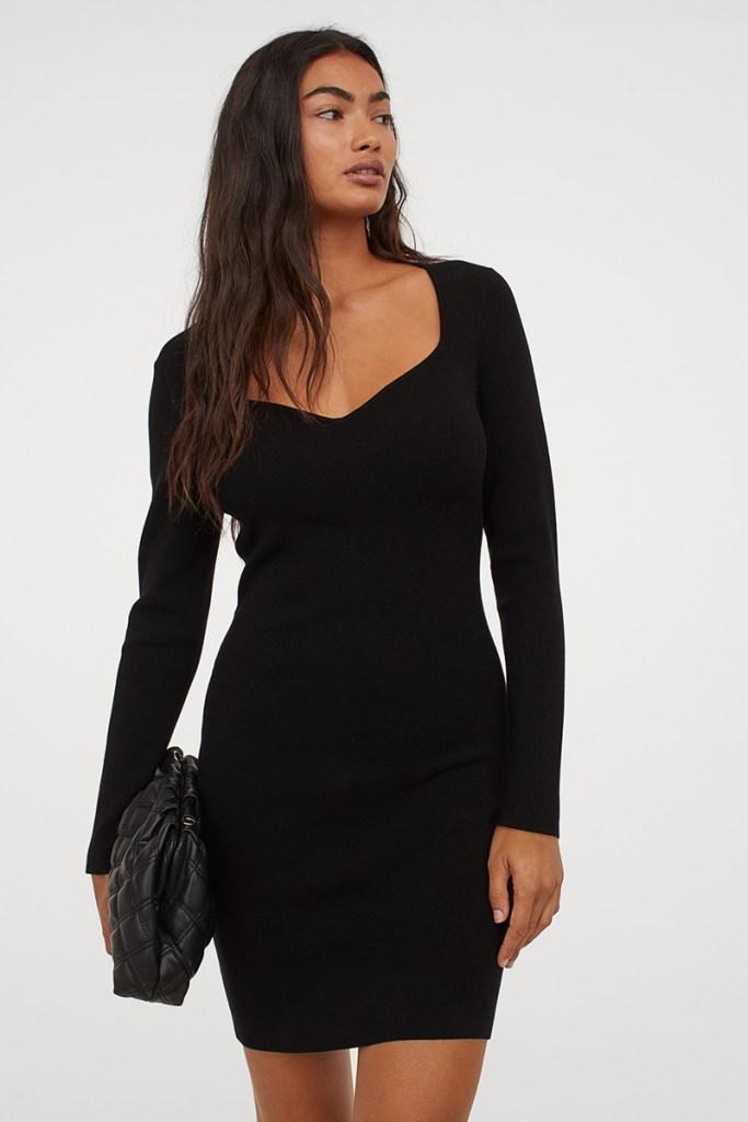 black dress, longsleeve, sweetheart