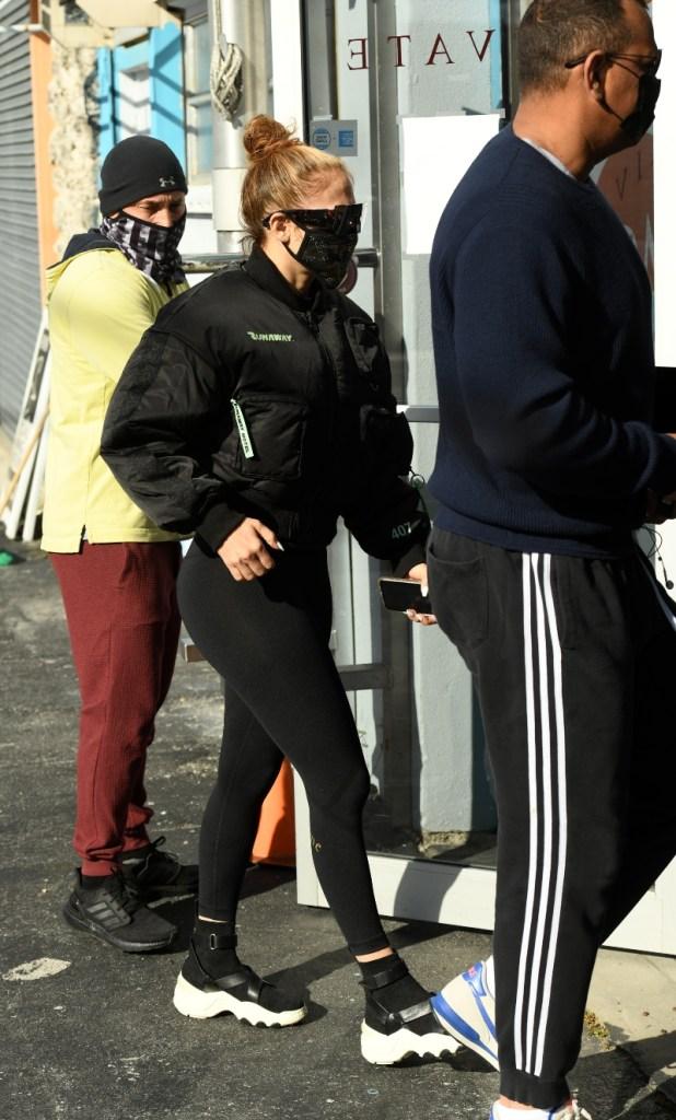 jennifer lopez, workout, leggings, sneakers, jacket, miami, the kooples, black, alex rodriguez, gym