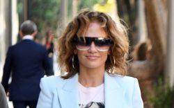 Jennifer Lopez shows off her natural