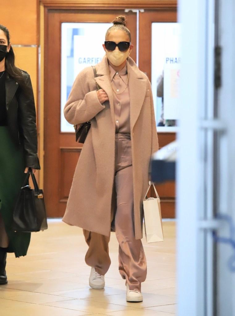 jennifer lopez, silk shirt, pants, pink, coat, blouse, sneakers, miami, shoes