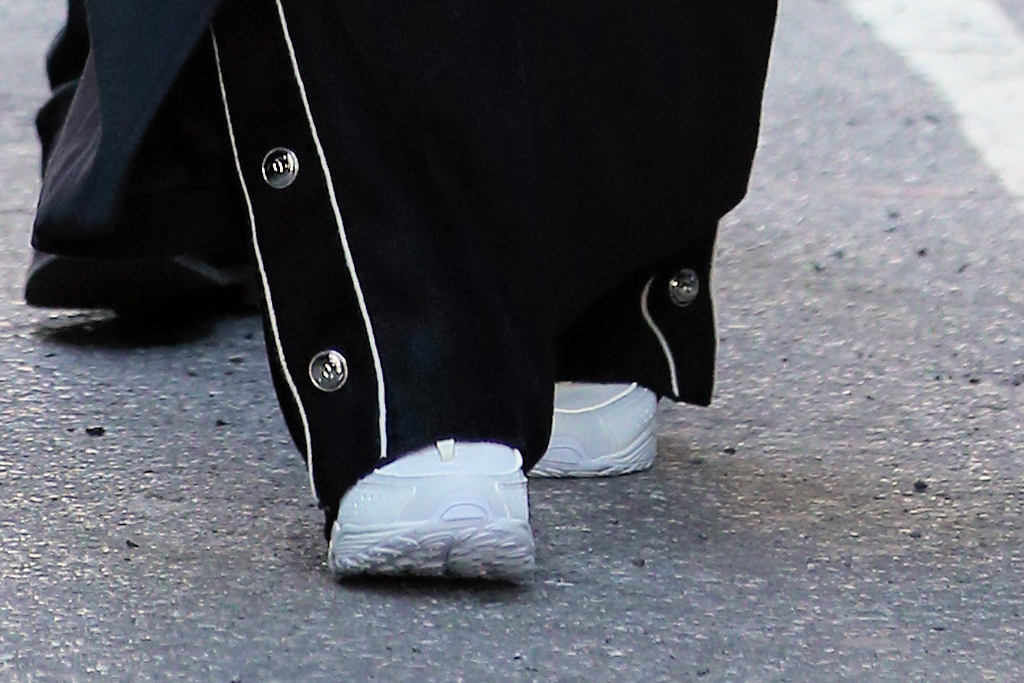 jennifer lopez, pants, black coat, the matrix, sunglasses, new york, alex rodriguez, sneakers, white, chunky
