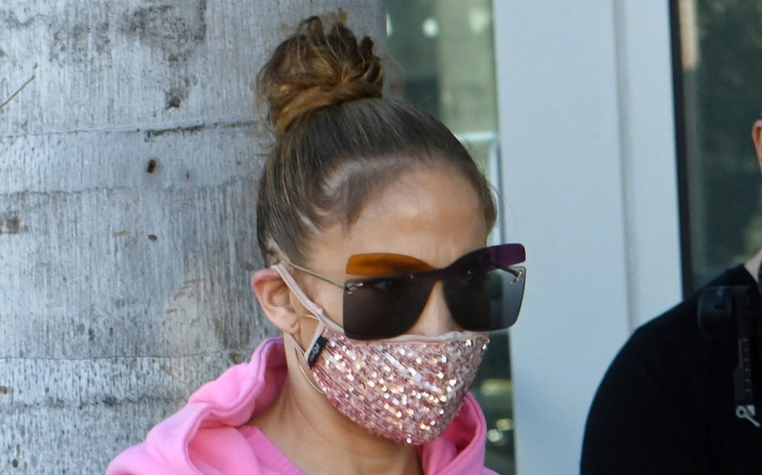 jennifer-lopez-sweatshirt-pants