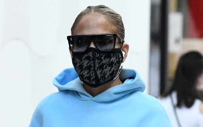 jennifer-lopez-sweatshirt-shopping