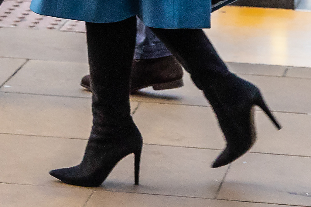 kate middleton, coat, boots, knee high boots, heels, black boots, green coat, blue coat, royal train tour, train