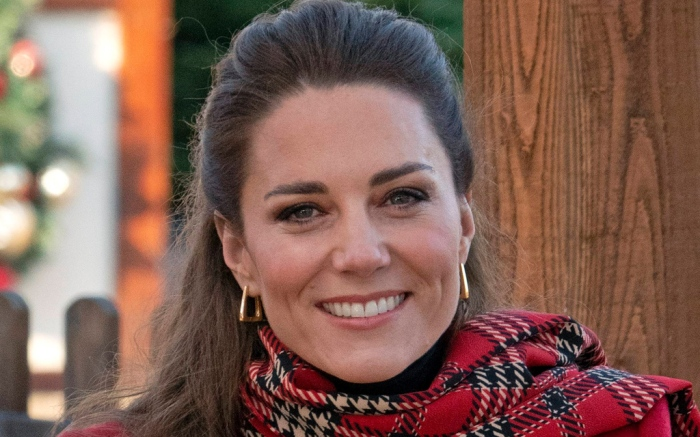 kate-middleton-red-coat-scarf