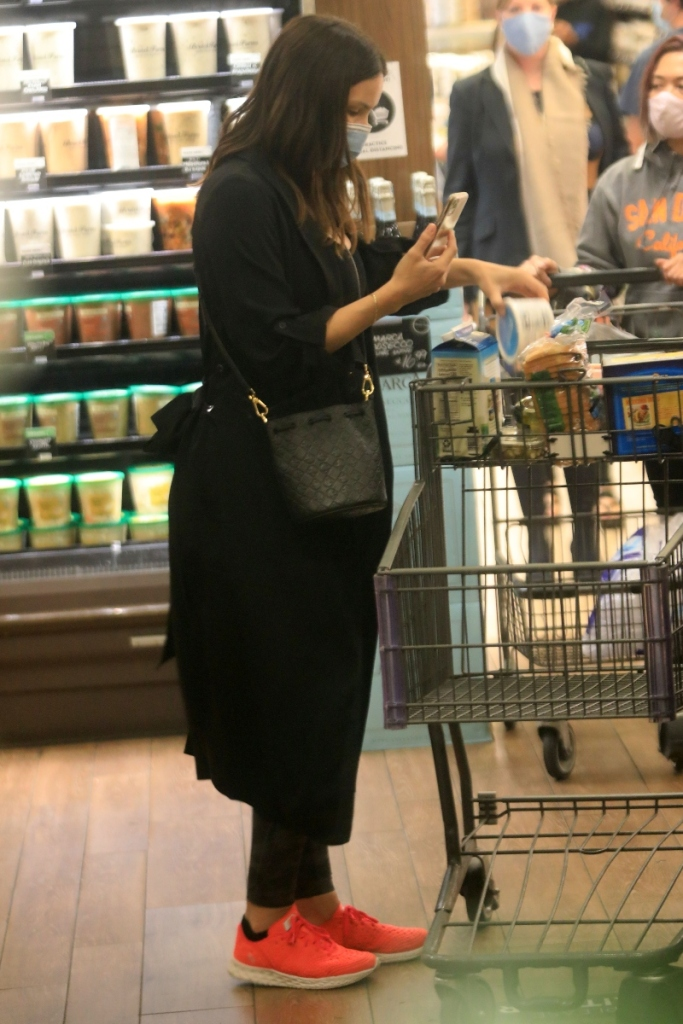 katharine mcphee, leggings, sneakers, bump, shoes, shopping, sweater, actress, los angeles