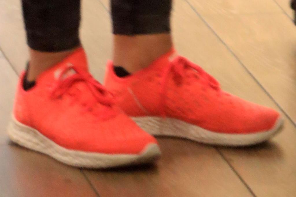 katharine mcphee, leggings, sneakers, bump, shoes, shopping, sweater, actress, los angeles