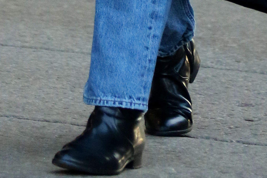 katie holmes, jeans, boots, sweater, coat, new york, emilio vitolo, boyfriend, restaurant, shoes, date