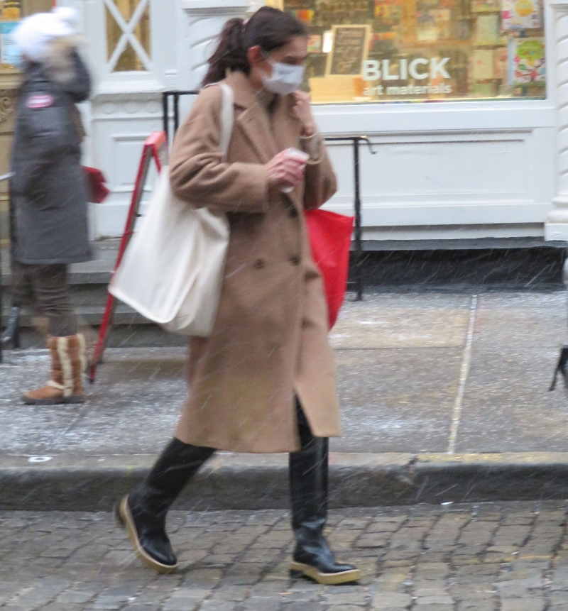 katie holmes, coat, boots, snow, style, shoes, new york, shopping