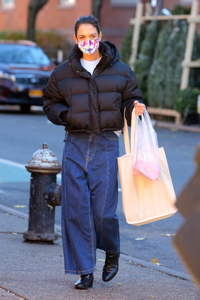 katie holmes, jeans, jacket, puffer, boots, mask, new york, style, shopping