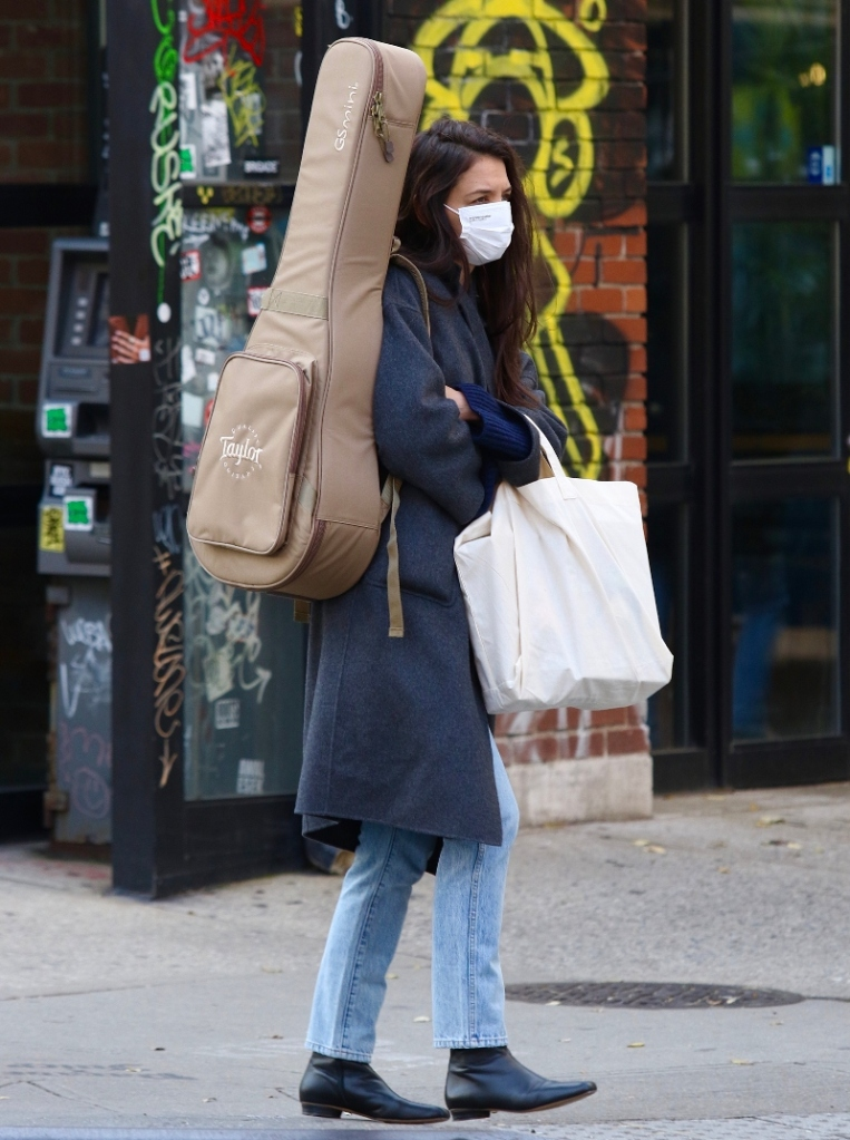 katie holmes, coat, jeans, boots, square-toe boots, sweater, guitar, new york