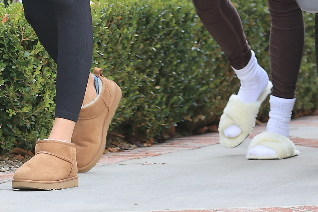 kendall jenner, leggings, hailey baldwin, boots, ugg, slippers, workout, style, los angeless, jacket