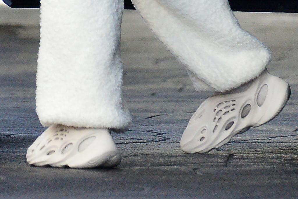 kourtney kardashian, sweatpants, sweatshirt, yeezy shoes, sneakers, foam runners, los angeles