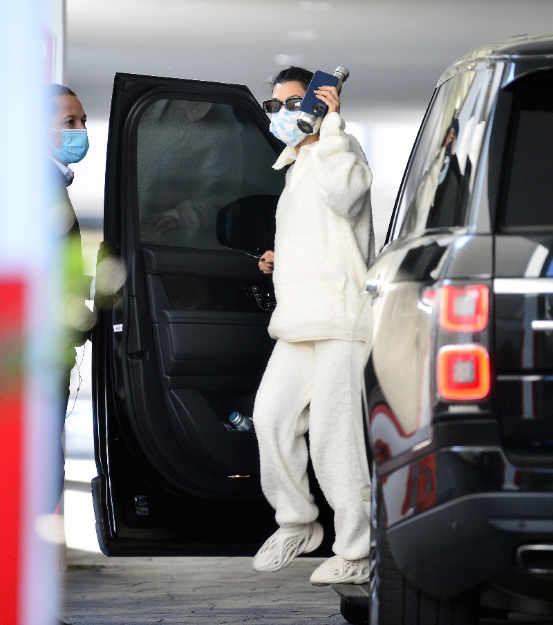 kourtney kardashian, sweatpants, sweatshirt, yeezy shoes, sneakers, foam runners, los angeles