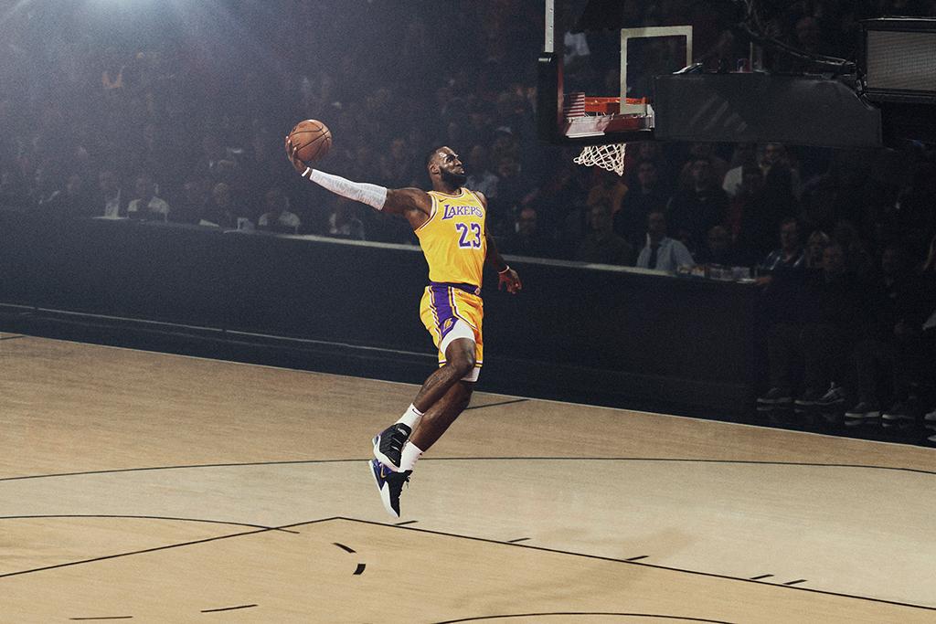 Curry的個人品牌來了,成現役首人!為什麼Nike遲遲不給詹姆斯推出個人品牌呢?-黑特籃球-NBA新聞影音圖片分享社區