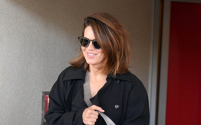 EXCLUSIVE: A cheerful Mandy Moore arrives at LAX. 08 Sep 2019 Pictured: Mandy Moore. Photo credit: MEGA TheMegaAgency.com +1 888 505 6342 (Mega Agency TagID: MEGA499018_001.jpg) [Photo via Mega Agency]