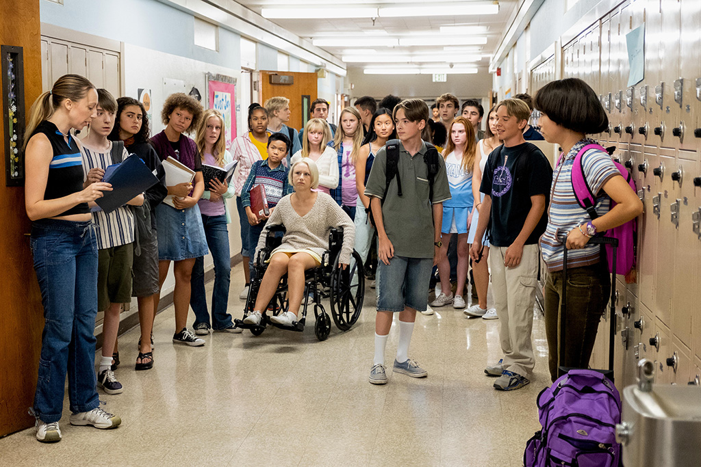 """PEN15 -- """"Posh"""" - Episode 106 - Maya gets a questionable nickname during a school project. Anna goes along with it, resulting in a test of their friendship and identities. Anna (Anna Konkle), Ian (Ivan Mallon), Margot (Annabelle Kavanagh), Brandt (Jonah Beres), Ben (Brekkan Spens), and Maya (Maya Erskine), shown. (Photo by: Alex Lombardi/Hulu)"""