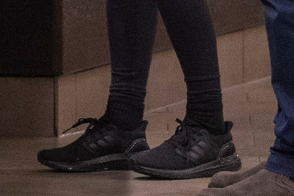 rita ora, leggings, sneakers, adidas, ultraboost, black, face mask, london, lockdown, sneakers, workout, dad