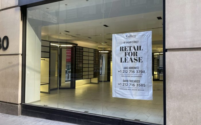 Photo by: STRF/STAR MAX/IPx 2021 1/2/21 New York City businesses continue to struggle during difficult economic times brought on by the coronavirus pandemic.