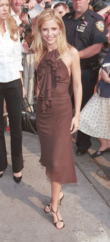 sarah michelle gellar, 2000s shoe trends, 2000s trends, 2000s fashion, square toe