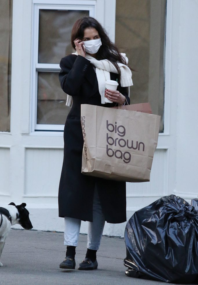 highwaters, Katie Holmes is all smiles while on the phone after shopping at Bloomingdales in NYC. 18 Jan 2021 Pictured: Katie Holmes. Photo credit: LRNYC / MEGA TheMegaAgency.com +1 888 505 6342 (Mega Agency TagID: MEGA727134_004.jpg) [Photo via Mega Agency]