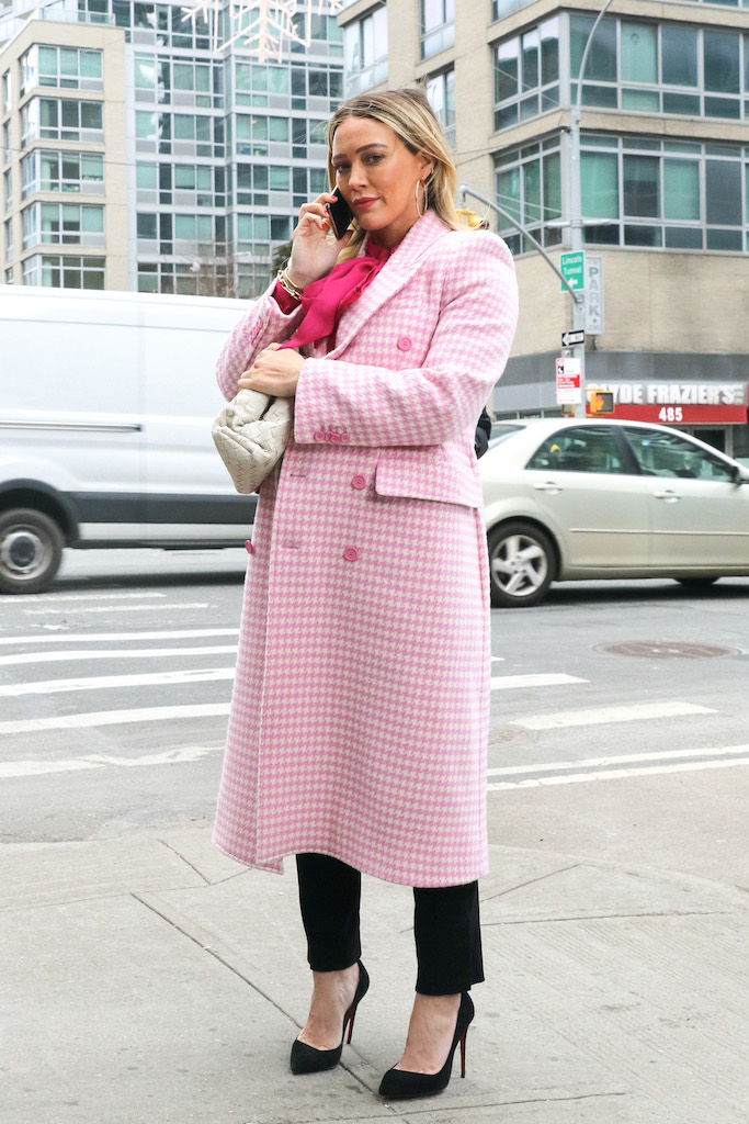 Hilary Duff is seen at the film set of the 'Younger' TV Series in New York City. 22 Jan 2021 Pictured: Hilary Duff. Photo credit: Jose Perez/Bauergriffin.com / MEGA TheMegaAgency.com +1 888 505 6342 (Mega Agency TagID: MEGA728499_001.jpg) [Photo via Mega Agency]