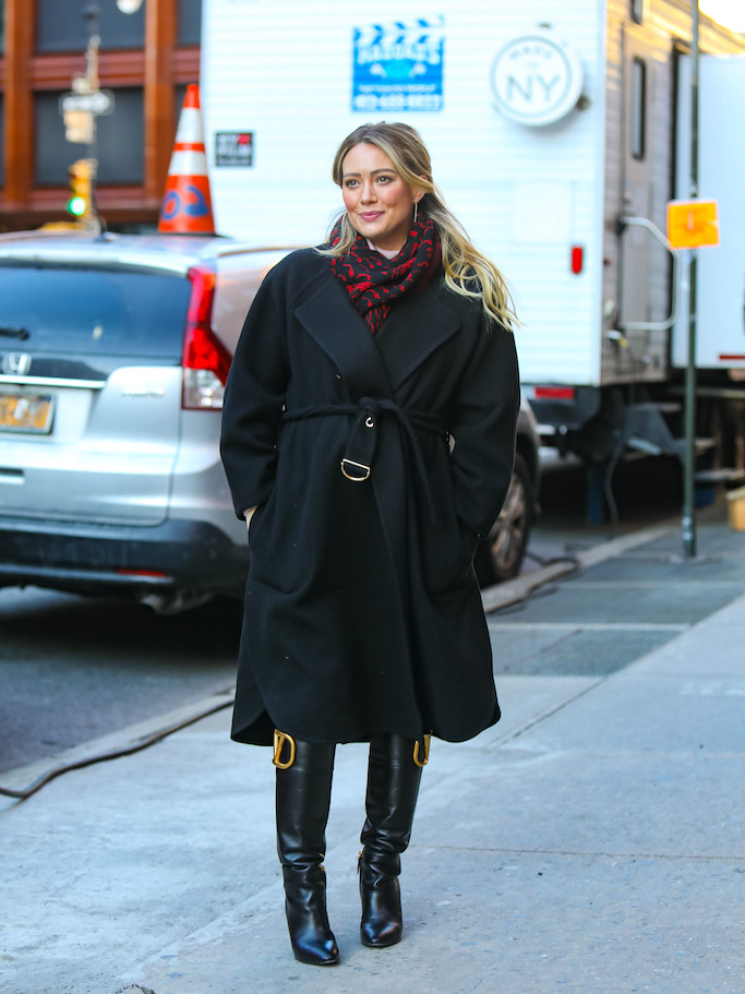 Hilary Duff is seen at the film set of the 'Younger' TV series in Downtown, Manhattan in New York City. NON-EXCLUSIVE January 28, 2021. 28 Jan 2021 Pictured: Hilary Duff. Photo credit: Jose Perez/Bauergriffin.com / MEGA TheMegaAgency.com +1 888 505 6342 (Mega Agency TagID: MEGA729831_001.jpg) [Photo via Mega Agency]