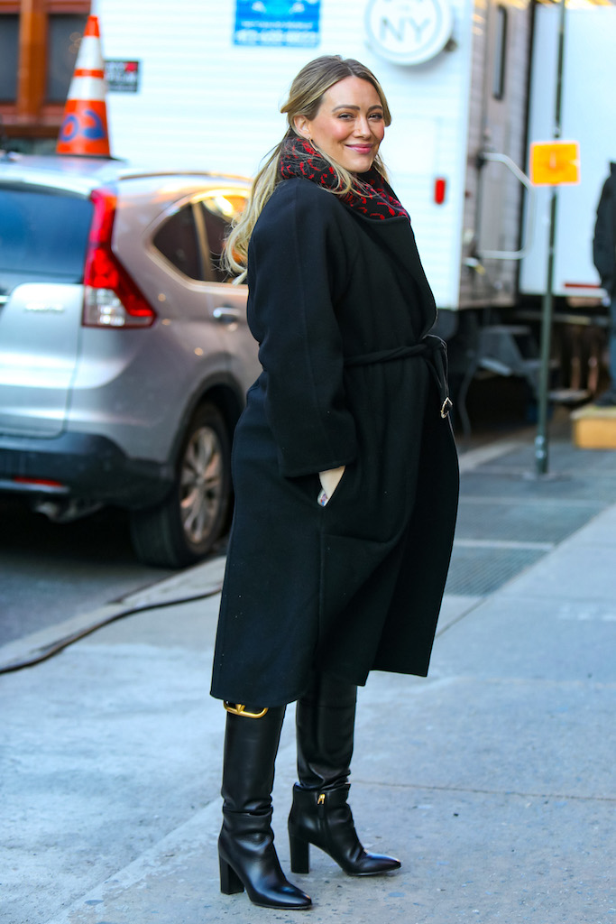 Hilary Duff is seen at the film set of the 'Younger' TV series in Downtown, Manhattan in New York City. NON-EXCLUSIVE January 28, 2021. 28 Jan 2021 Pictured: Hilary Duff. Photo credit: Jose Perez/Bauergriffin.com / MEGA TheMegaAgency.com +1 888 505 6342 (Mega Agency TagID: MEGA729831_002.jpg) [Photo via Mega Agency]