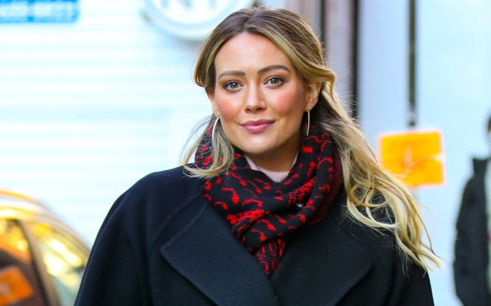 Hilary Duff at film set of the 'Younger'