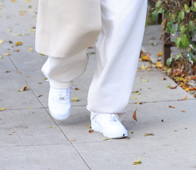 Hailey Bieber stuns in a creme outfit heading to a meeting. 29 Jan 2021 Pictured: Hailey Bieber stuns in a creme outfit. Photo credit: Rachpoot/MEGA TheMegaAgency.com +1 888 505 6342 (Mega Agency TagID: MEGA729939_004.jpg) [Photo via Mega Agency]