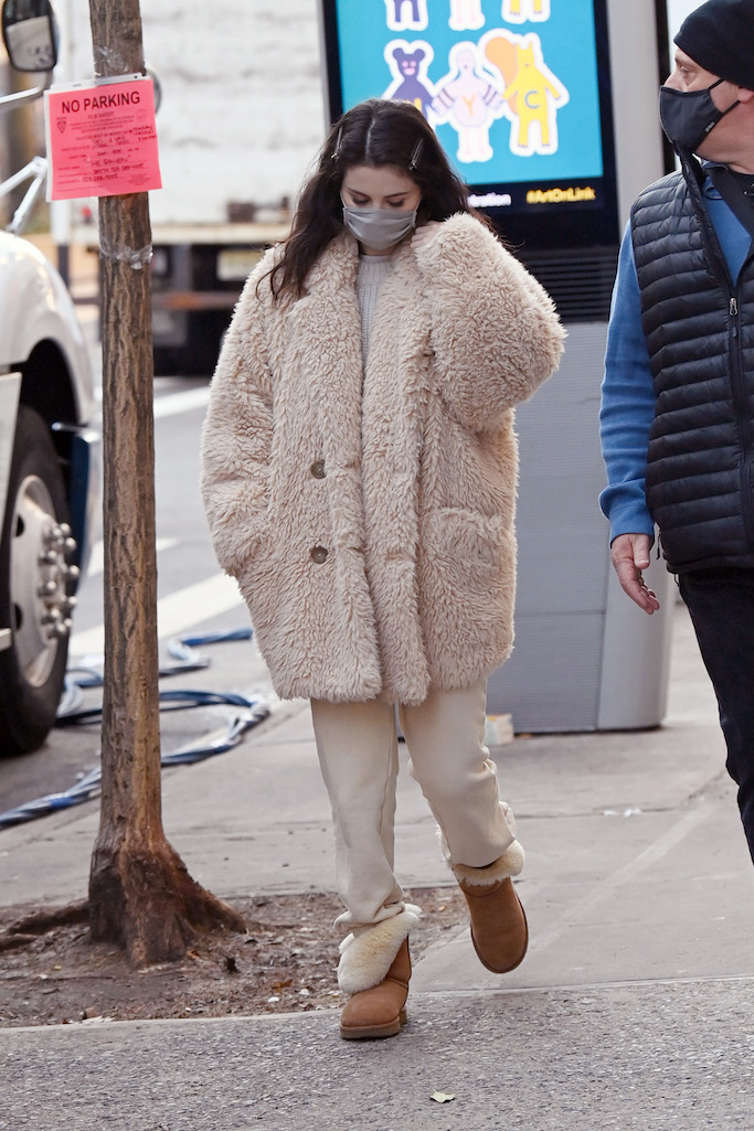 Selena Gomez is seen heading to the movie set Only Murders in the Building in New York City Pictured: Selena Gomez Ref: SPL5207319 190121 NON-EXCLUSIVE Picture by: Elder Ordonez / SplashNews.com Splash News and Pictures USA: +1 310-525-5808 London: +44 (0)20 8126 1009 Berlin: +49 175 3764 166 photodesk@splashnews.com World Rights, No Poland Rights, No Portugal Rights, No Russia Rights