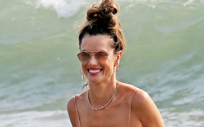 alessandra-ambrosio-bathing-suit