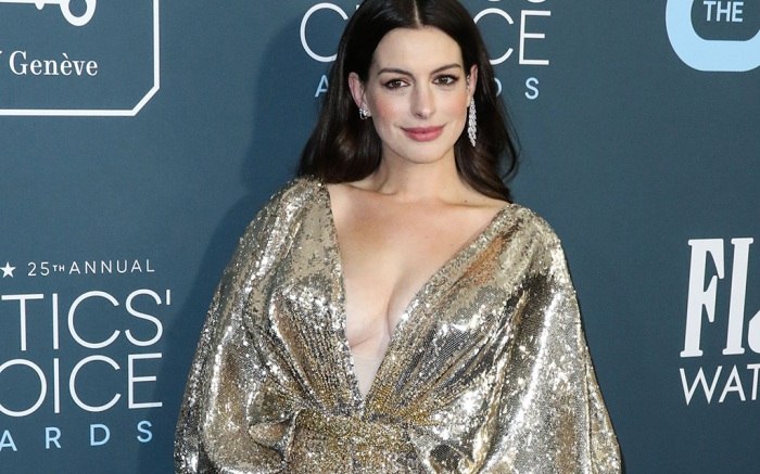 SANTA MONICA, LOS ANGELES, CALIFORNIA, USA - JANUARY 12: 25th Annual Critics' Choice Awards held at the Barker Hangar on January 12, 2020 in Santa Monica, Los Angeles, California, United States. 12 Jan 2020 Pictured: Anne Hathaway. Photo credit: Xavier Collin/Image Press Agency/MEGA TheMegaAgency.com +1 888 505 6342 (Mega Agency TagID: MEGA584136_001.jpg) [Photo via Mega Agency]