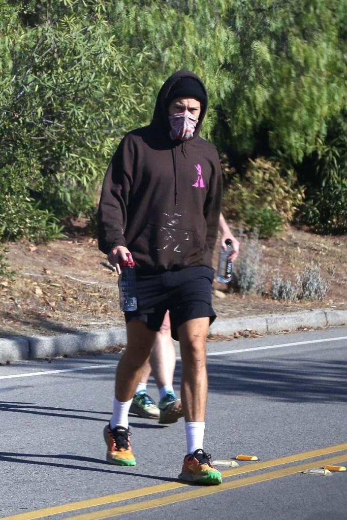 harry styles, workout, hike, shoes, nike, tie-dye, rainbow, workout, los angeles, shorts, olivia wilde