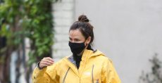 Jennifer Garner Braces the LA Rain in Leggings, Black Sneakers & Winter's Trendiest Jacket