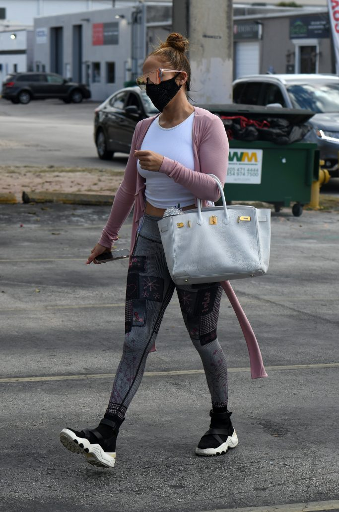 Jennifer Lopez arrives at Miami gym showing off her midriff in Miami, Florida. 24 Jan 2021 Pictured: Jennifer Lopez. Photo credit: MEGA TheMegaAgency.com +1 888 505 6342 (Mega Agency TagID: MEGA728655_024.jpg) [Photo via Mega Agency]