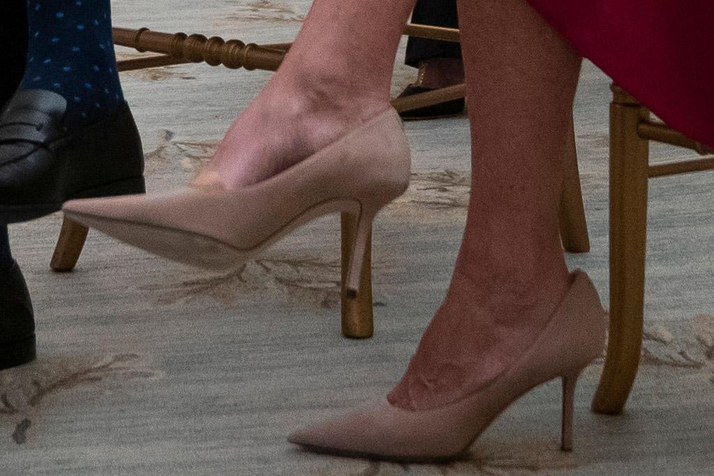 jill biden, red dress, heels, pearls, white house, prayer service, inauguation, joe biden, kamala harris, heels, jimmy choo