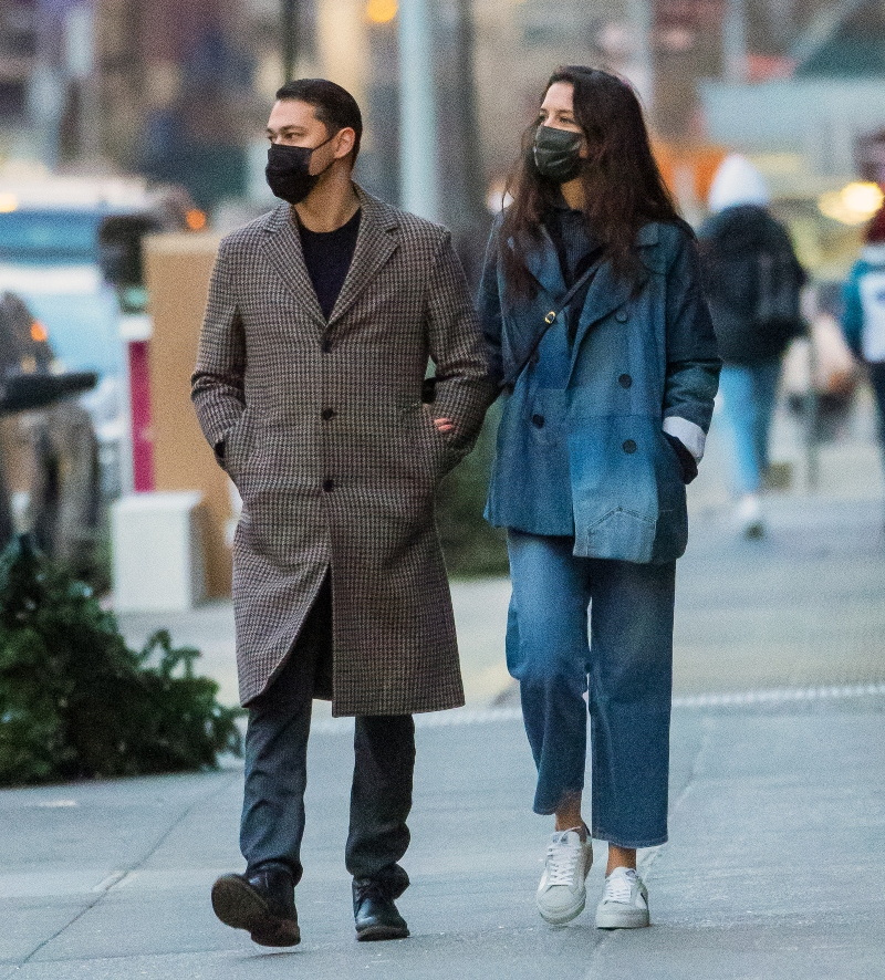 katie holmes, jeans, jacket, coat, denim, sweaters, sweater, boyfriend, emilio vitiolo jr, restaurant, new york