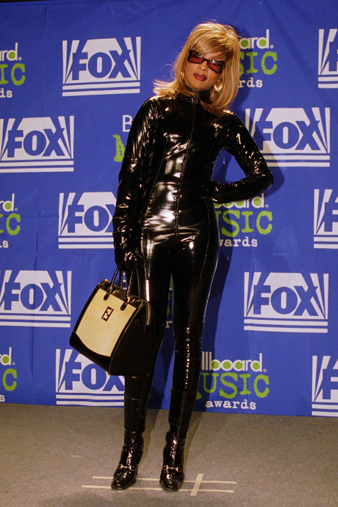 Mary J. Blige, winner for R&B album of the year, poses for photographers at the 1995 Billboard Music Awards in New York, Wednesday, Dec. 6, 1995. (AP Photo/Adam Nadel)