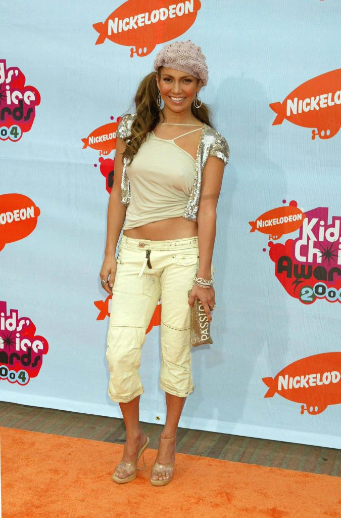 jennifer lopez, jlo, j.lo, j-lo, 2000s fashion, 2000s trends, 2000s capri pants