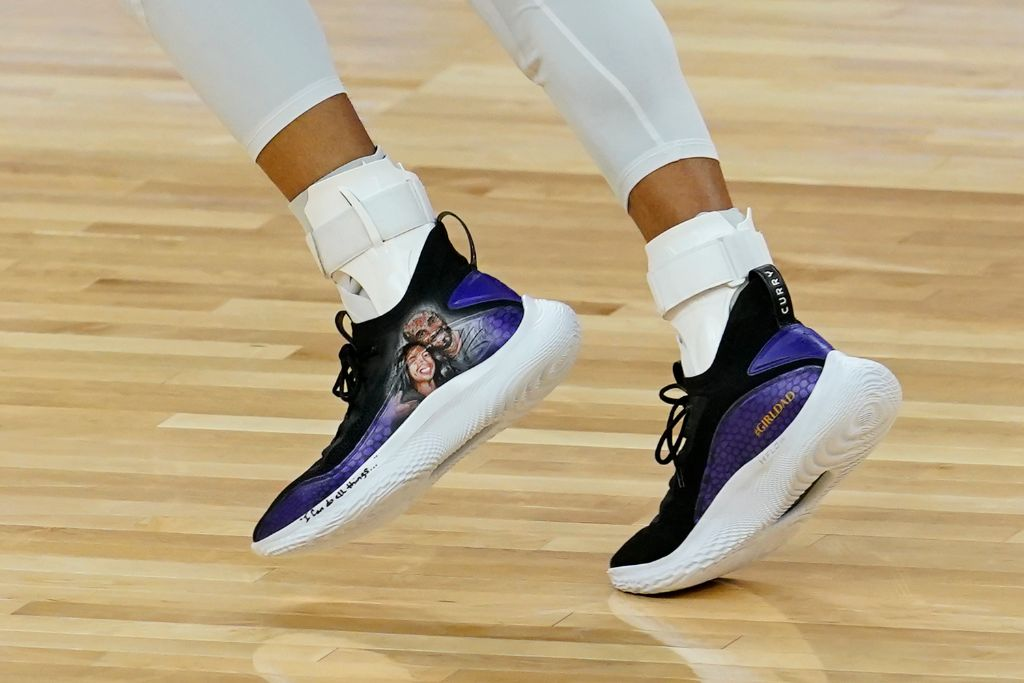 steph curry, kobe bryant, tribute shoes, warriors game
