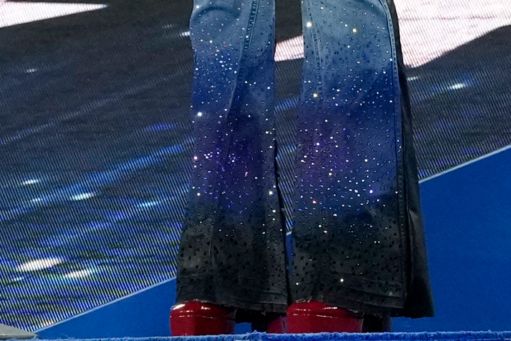 H.E.R., red platform shoes, flare jeans, super bowl LV