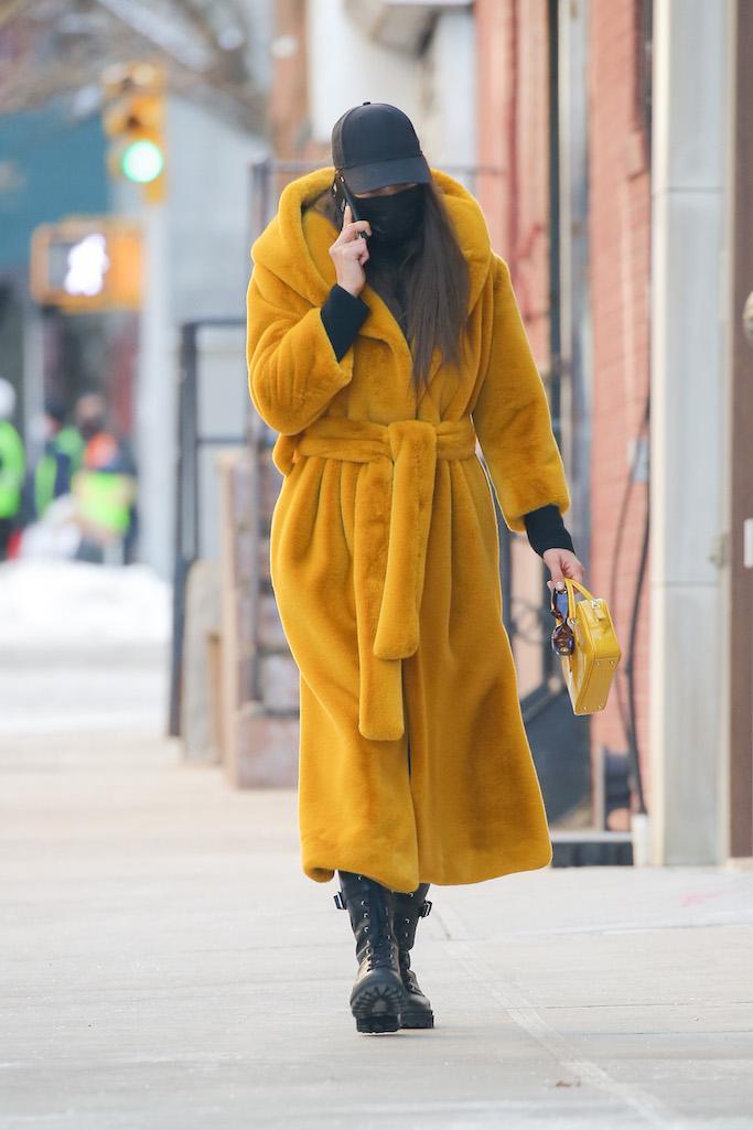 Model Irina Shayk looks busy in the phone during a walk. 12 Feb 2021 Pictured: Irina Shayk. Photo credit: MEGA TheMegaAgency.com +1 888 505 6342 (Mega Agency TagID: MEGA733076_003.jpg) [Photo via Mega Agency]